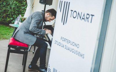 Tarptautinę muzikos dieną Eduardo Balsio skvere skambėjo tango muzika